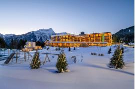 zugspitz-resort-winter-abend